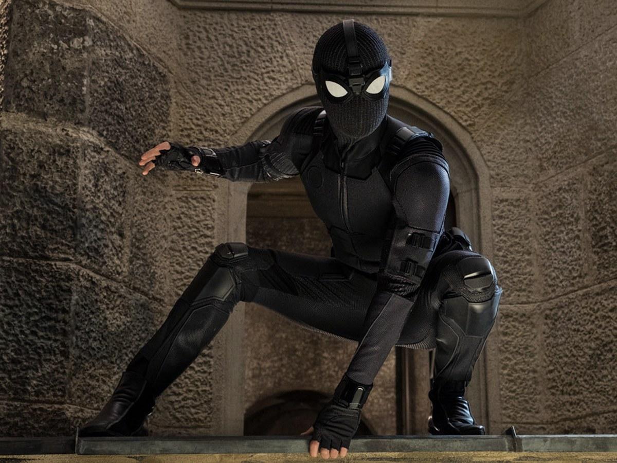 SpiderManFFH - 3BlackSuit.jpg